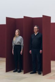 Raumelemente (1973) Franz Erhard Walther. Shifting Persepectives Ausstellungsansicht / Exhibition view. Haus der Kunst. 2020. Foto: Maximilian Geuter