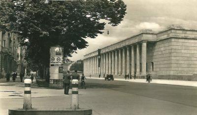 Das Haus der Deutschen Kunst an der Münchner Prinzregentenstraße, um 1937 © Privatbesitz