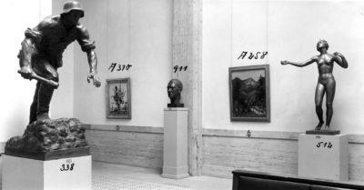 """""""Große Deutsche Kunstausstellung"""" 1943, Saal 9. Abbildung aus dem Fotoalbum von Jaeger und Goergen  © Zentralinstitut für Kunstgeschichte, Photothek"""