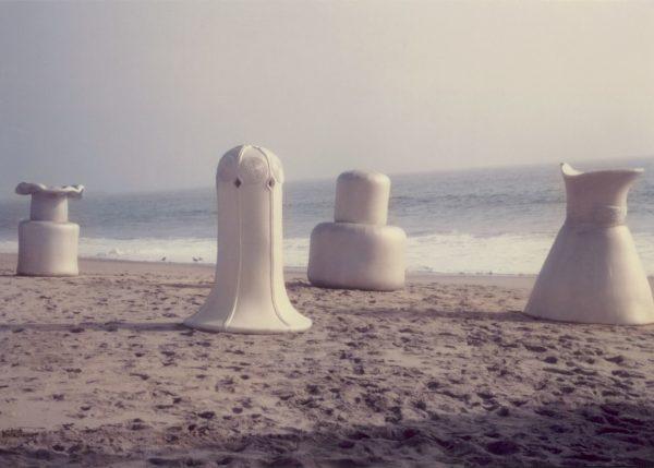 Filmstill aus Heidi Buchers Video Bodyshells, Venice Beach, Kalifornien, 1972 The Estate of Heidi Bucher