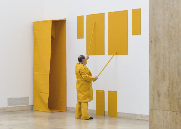 Yellow Sculpture, 1969/79, Franz Erhard Walther. Shifting Perspectives, Installation view, Activation, Haus der Kunst, 2020, Photo: Maximilian Geuter © VG Bild-Kunst, Bonn 2020