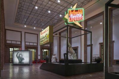 Theaster Gates. Black Chapel, Ausstellungsansicht Haus der Kunst, Foto: Jens Weber, München