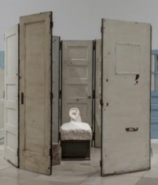 Installation view Louise Bourgeois. Structures of Existence: The Cells, Haus der Kunst, 2015, Photo: Maximilian Geuter