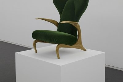 Carlo Mollino, Casa Ada and Cesare Minola, Green Velvet Chair (1945), Private Collection, installation view Carlo Mollino – Maniera moderna, Haus der Kunst, 2011, photo Jyrgen Ueberschär
