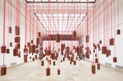 Kendell Geers, 1988 — 2012, Installationsansicht, Haus der Kunst, 2013, Foto Maximilian Geuter