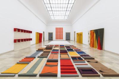 Franz Erhard Walther. Shifting Perspectives Ausstellungsansicht / Exhibition view, Haus der Kunst, Photo: Maximilian Geuter