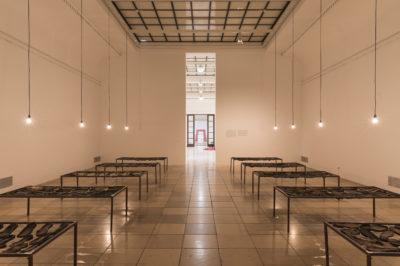 Vivan Sundaram: 12 Bed Ward, 2005, Ausstellungsansicht, Haus der Kunst 2018, Foto: Maximilian Geuter