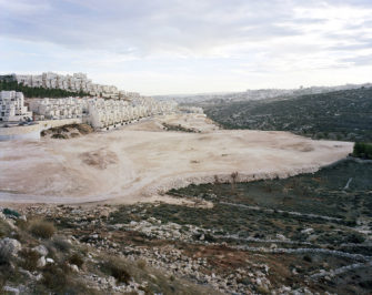Har Homa, Ostjerusalem 2009 Inkjet print 148,6 x 184,8 cm © Thomas Struth
